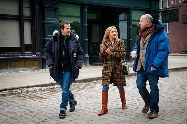 J.K. Rowling no set de Animais Fantásticos e Onde Habitam junto do produtor David Heyman e do diretor David Yates